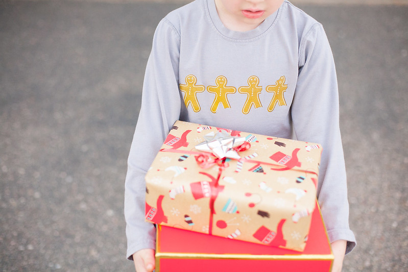 gingerbread-shirt-presents