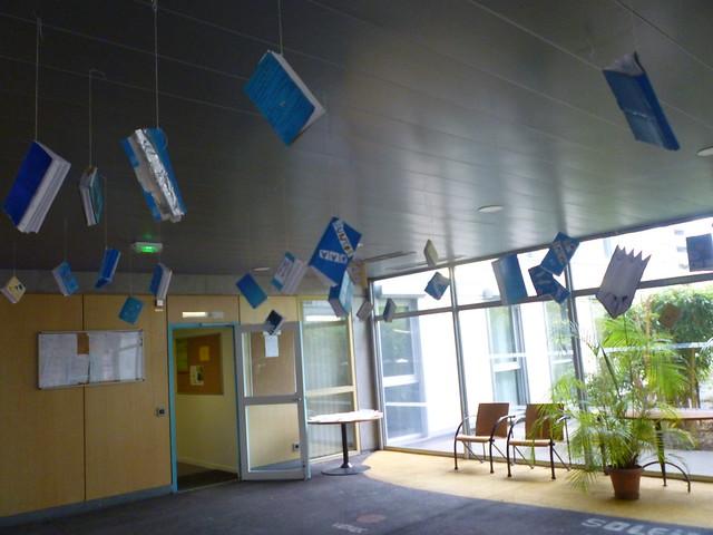 Une forêt de livres installée au collège Pierre Valdo