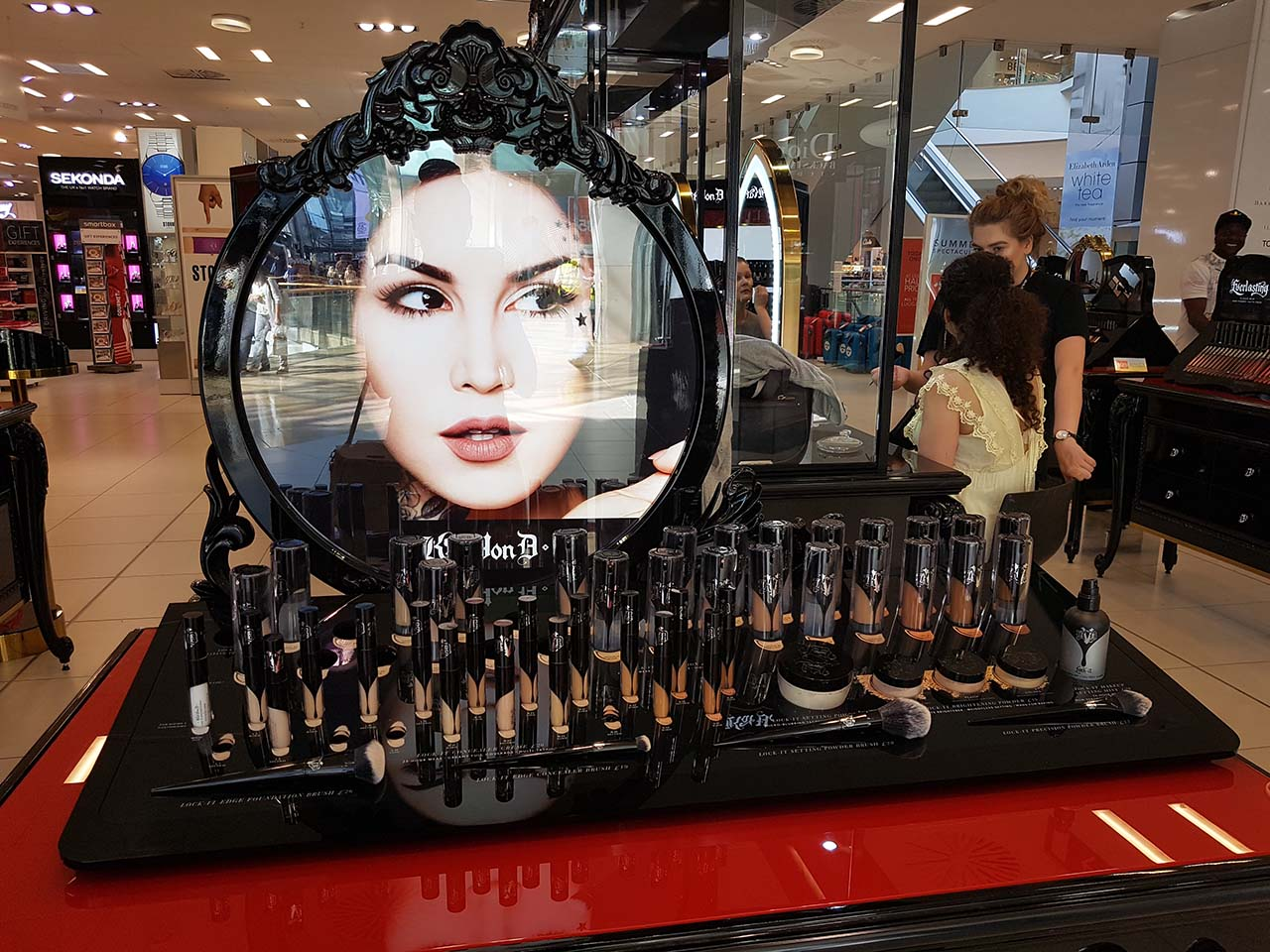My Autumn Beauty Day: Catching Up With Favourite Brands [Part 1] - Kat Von D area in Debenhams
