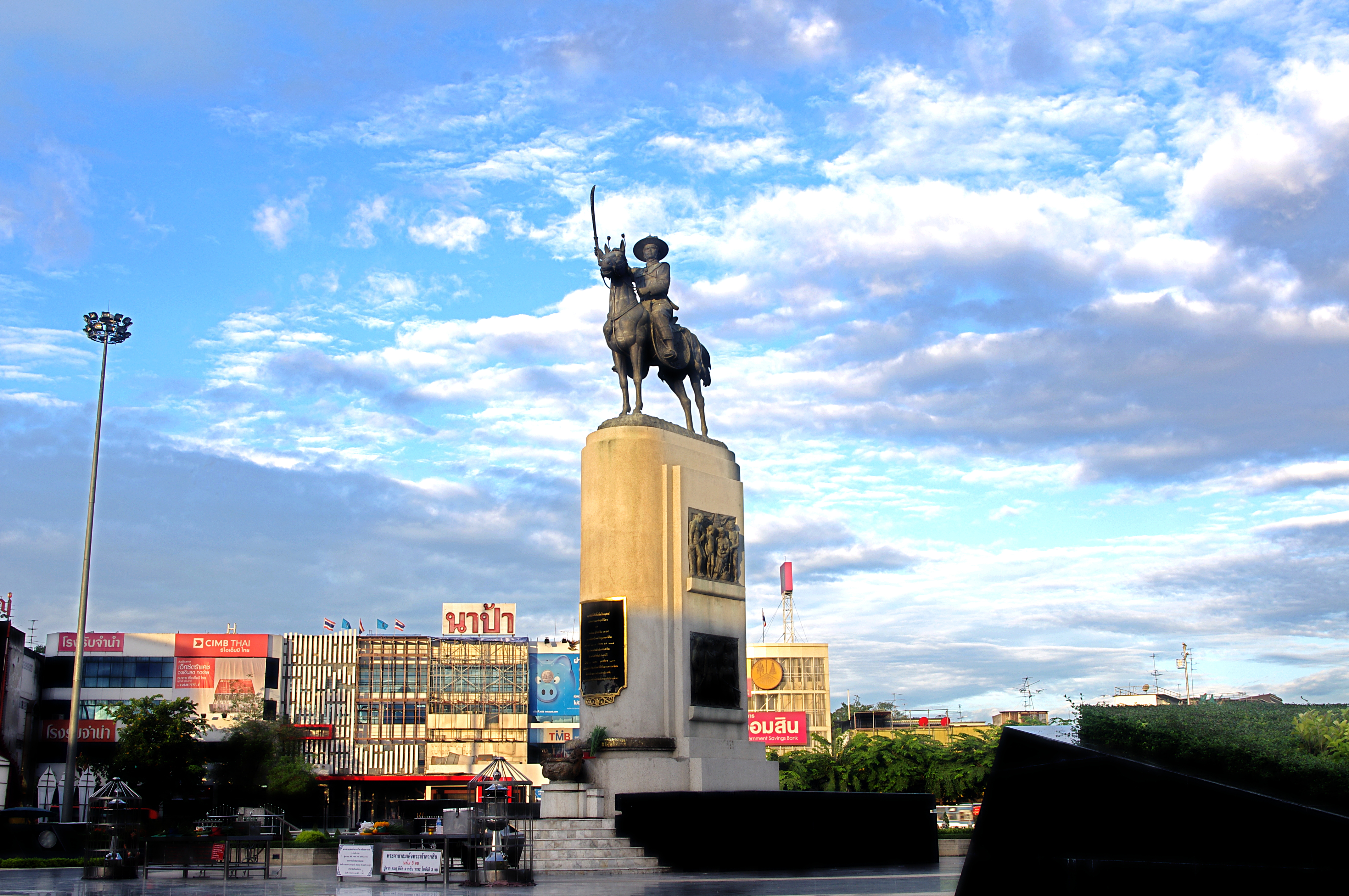 King Taksin Monument build in 1954 in the center of Wong Wian Yai (