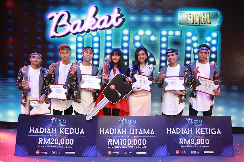 (L-R), Nasty Rock Crew (tempat ke-3), Aqeesh Aleeya (juara) dan Yazmin Aziz (naib juara) Bakat Ohsem Malaysia