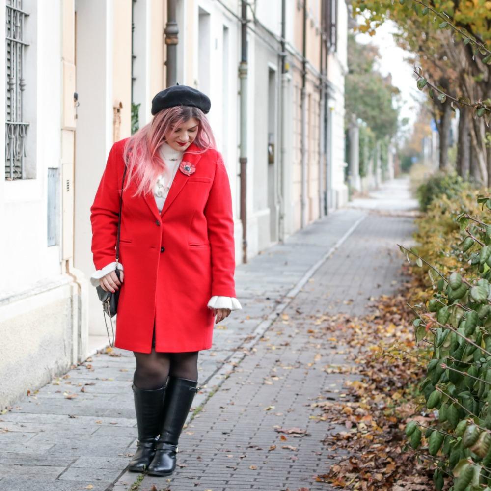 Outfit plus size rosso bianco e nero, maglione con balze e gonna ricamata (7)