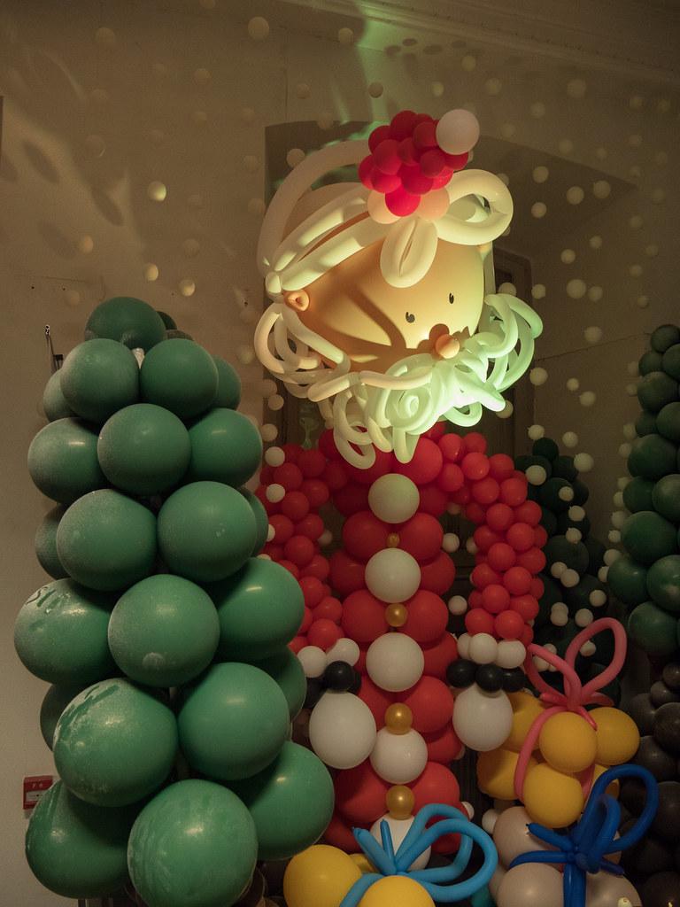 Le père Noël, c'est pas un dégonflé... 38402058514_834607334a_b