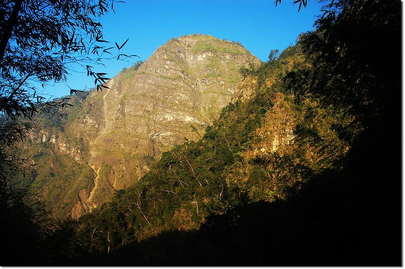 竹林登山口望1955峰 2