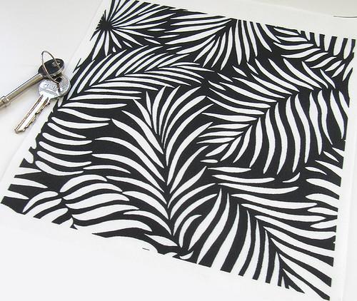 black-white-tropical-palm-leaf-pattern