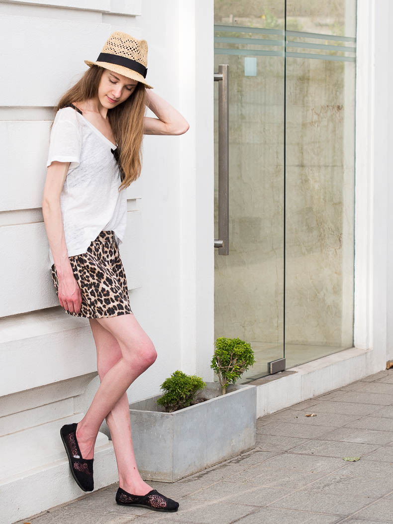 how-to-wear-leopard-print-shorts