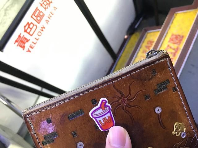 什麼時候在我零錢包貼貼紙的啦XD