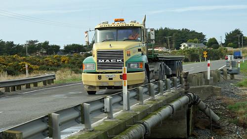 2005 MACK CX688 Truck.