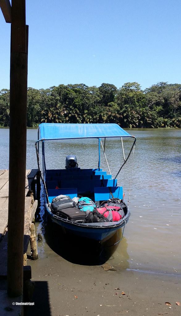 Veneessä matkalla Tortugueroon