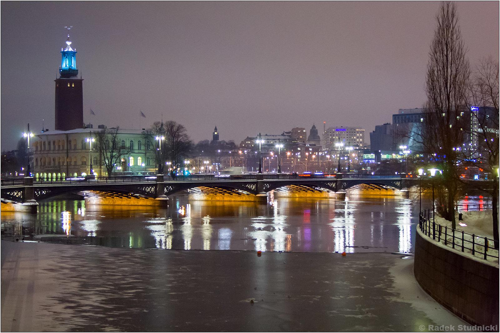 Ratusz w Sztokholmie nocą