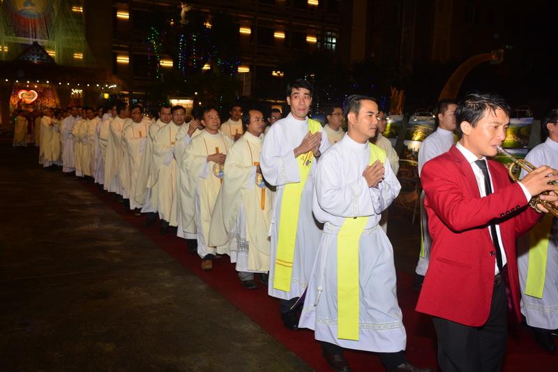 Thánh Lễ Truyền Chức Linh Mục Giáo Phận Qui Nhơn - Ảnh minh hoạ 9