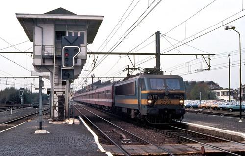 NMBS 2728 met M4ers in Tienen 15 november 1986