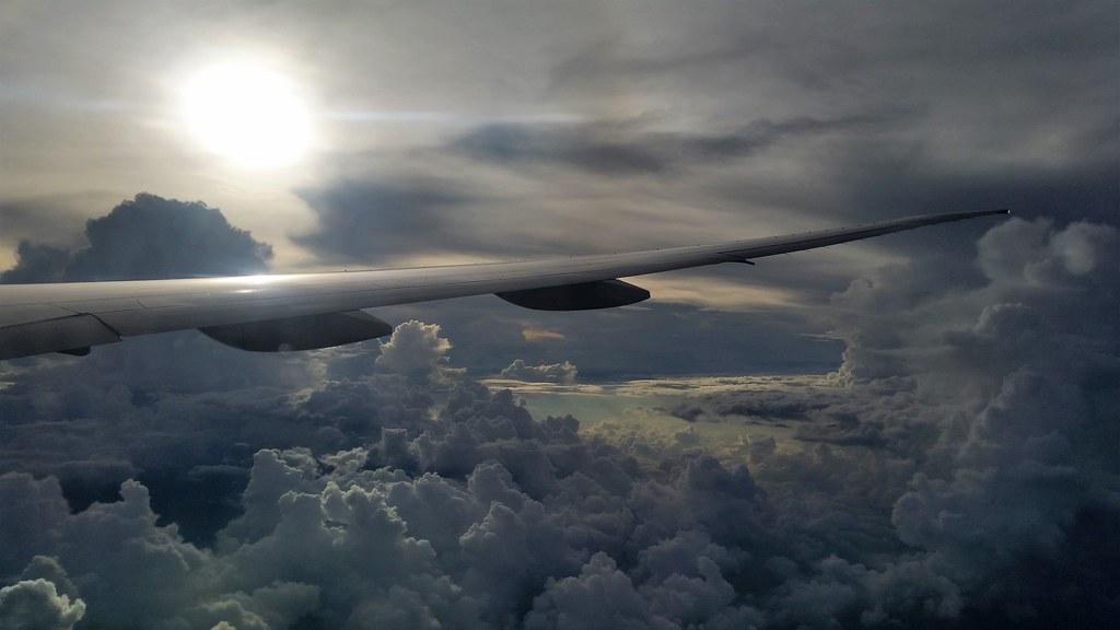 Lot na Bali, opóźniony z powody złej pogody