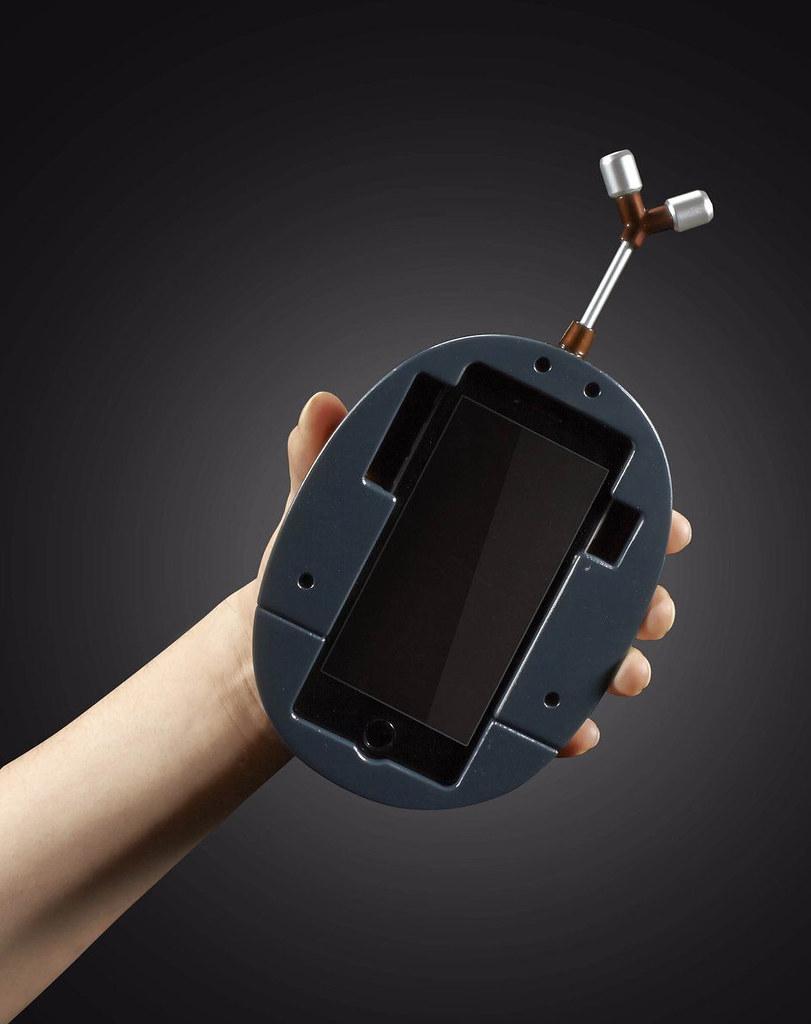要買的時候,記得找雷歐力幫你殺價歐~《獵人》甲蟲07型手機殼 HUNTER×HUNTER ビートル07型