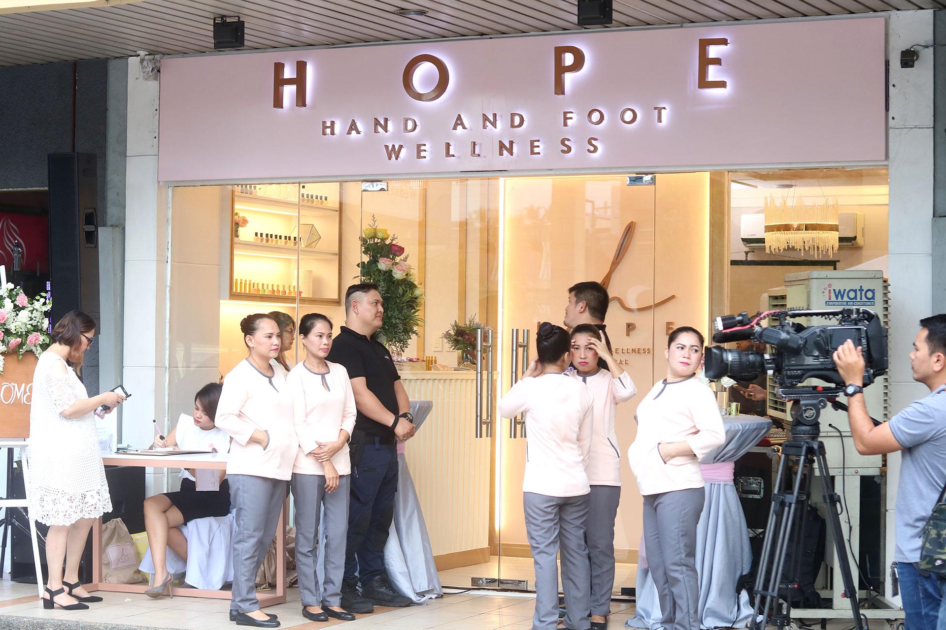 1 Liza Soberano Hope Wellness Grand Launch - Gen-zel She Sings Beauty