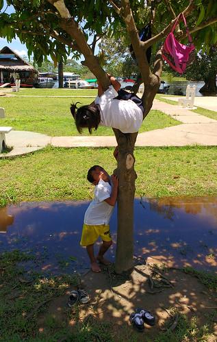 Puerto-Narino-people 1