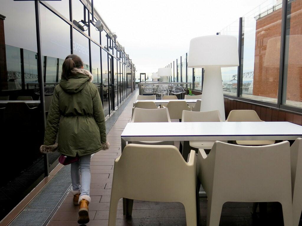 Una terraza en un noveno piso