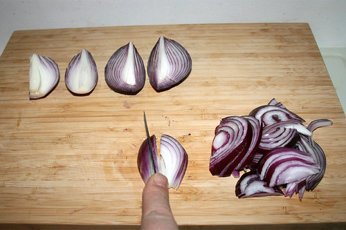 10 - Zwiebel in Spalten schneiden / Cut onions in slices