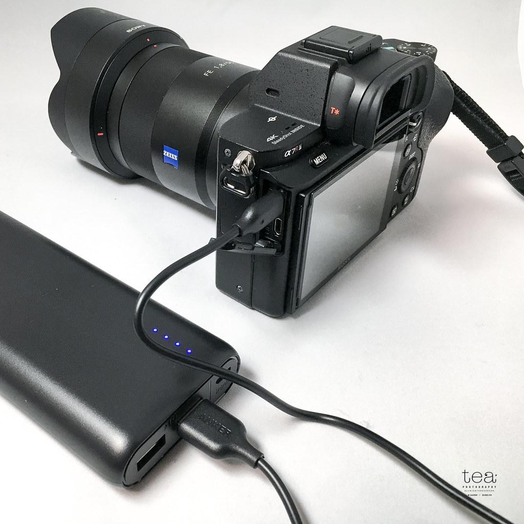 ミラーレスカメラを充電