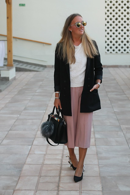 blazer-and-culottes-whole-outfit-walk-wiebkembg