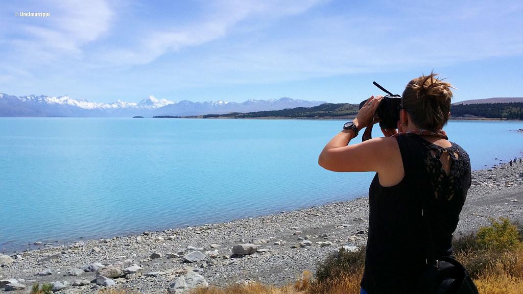 Jenni kuvaamassa Lake Pukakia, Uusi-Seelanti