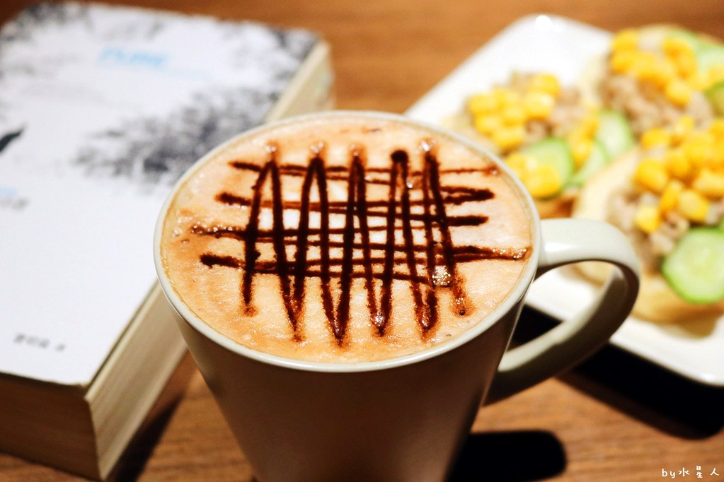 27411901379 95abd76573 b - 熱血採訪|YH Cafe台中南屯平價咖啡,不限時間無低消無服務費免費插座wifi