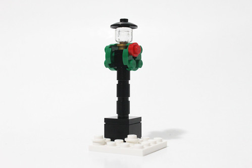 LEGO Seasonal Christmas Build Up (40253) - Day 15