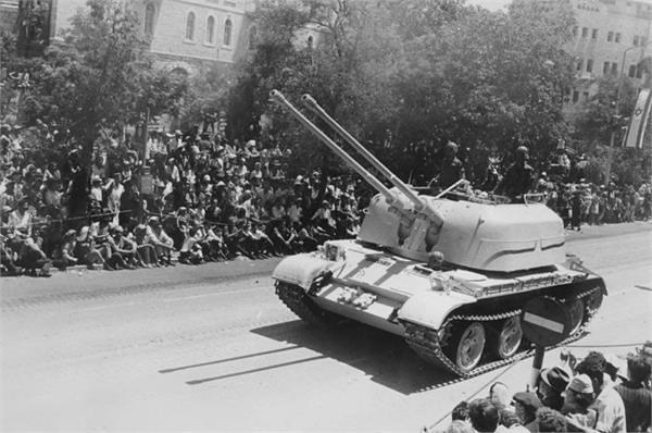 ZSU-57-2-id-parade-jerusalem-19680502-kkl-1