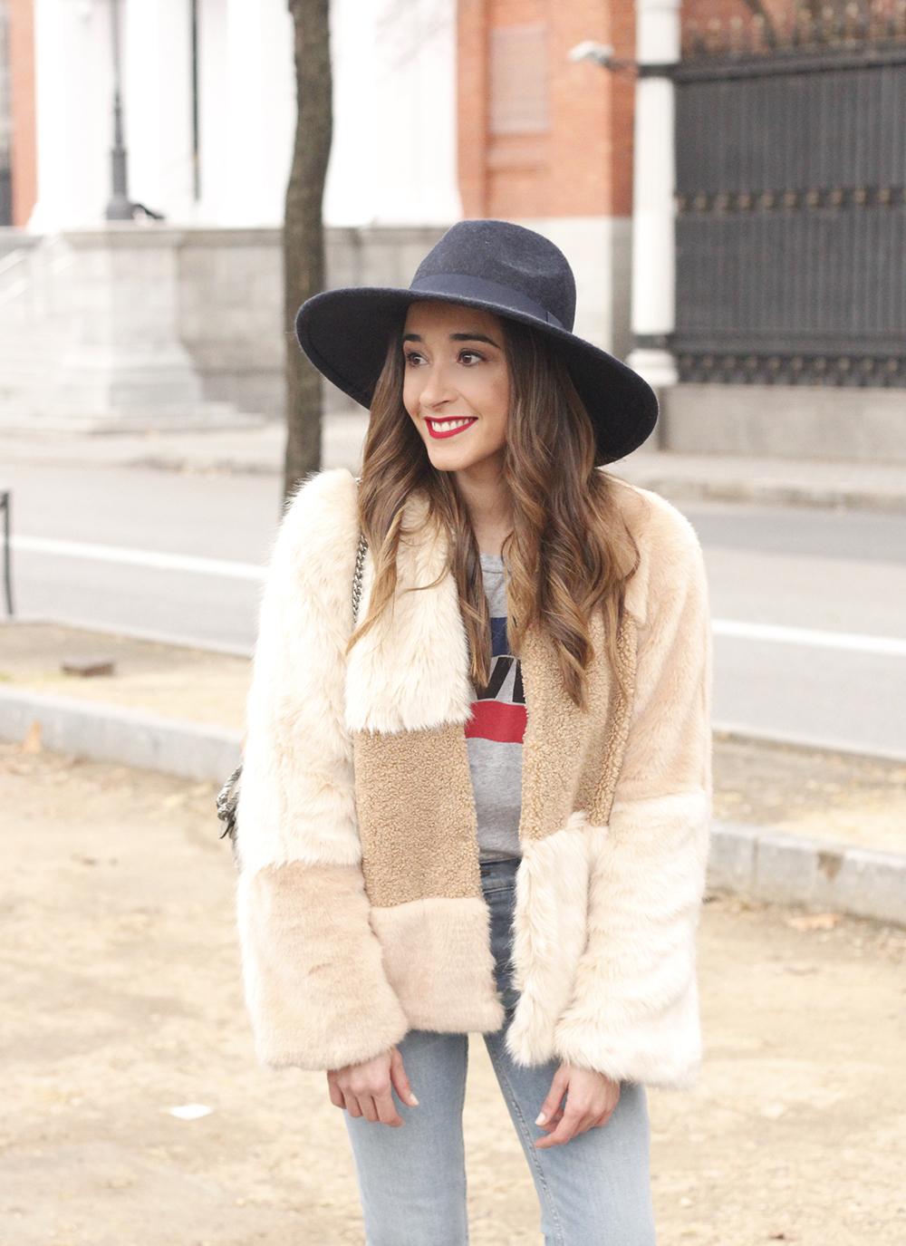Beige faux fur coat zara blue hat nude heels jeans style fashion outfit winter 01