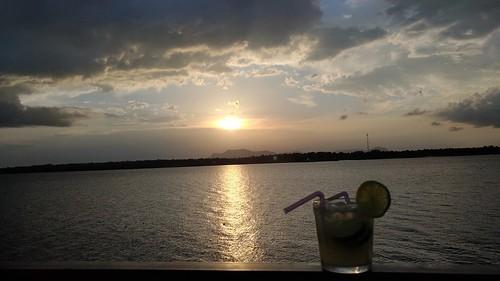Por do sol às margens do Rio Tocantins.