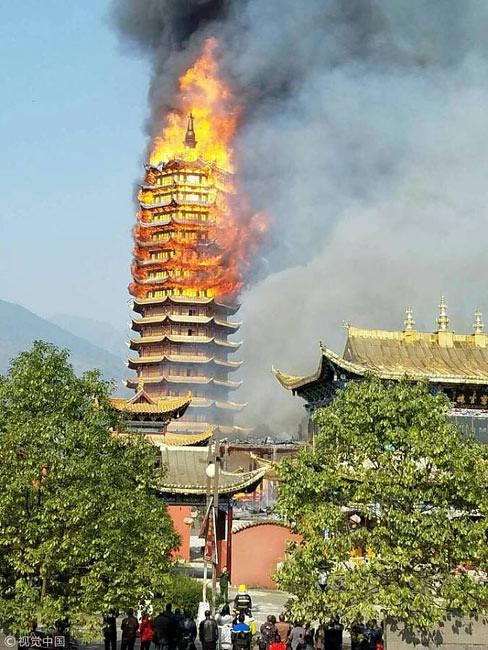 Tidak ada korban dalam kebakaran pagoda kayu berlantai 16 ini.