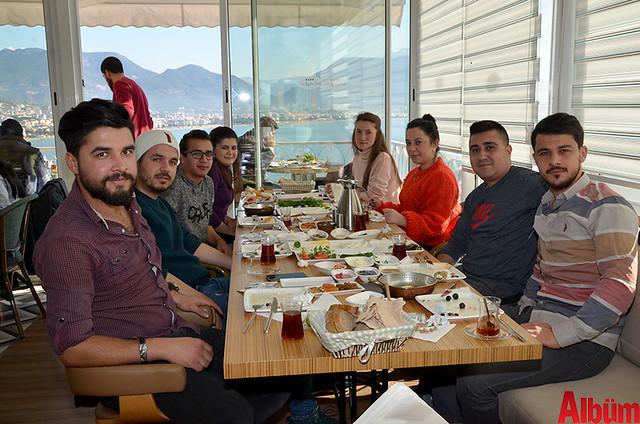 Fatih Ersoy ve dostları Albüm için poz verdi.