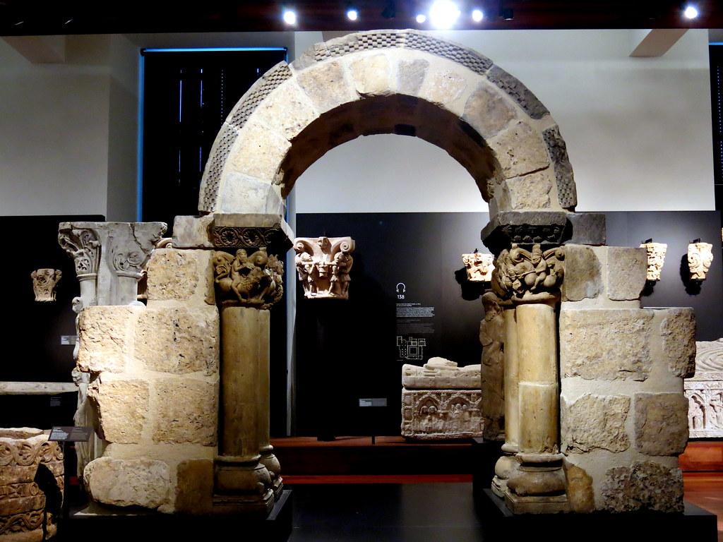 Arco del Monasterio de San Pedro de las Dueñas (León)