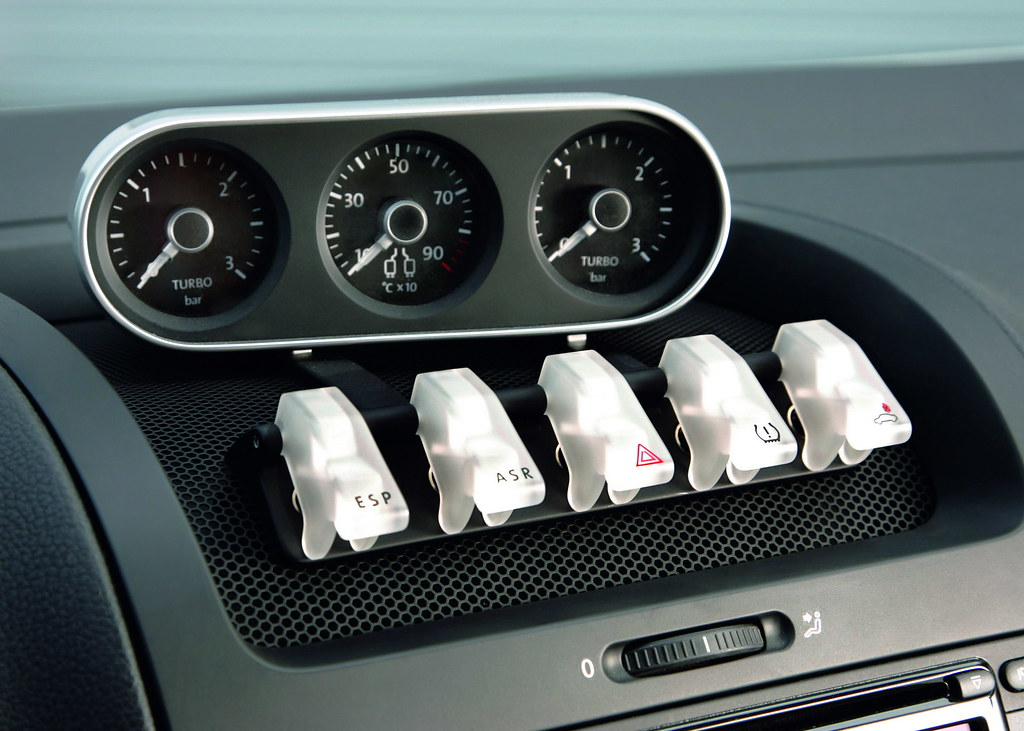 VW-Golf-GTI-W12-650-4