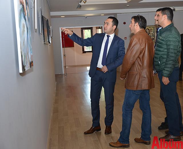 Alanya Cumhuriyet Başsavcısı Yasin Emre, Alanya İlçe Emniyet Müdürlüğü Asayiş Büro Amiri İsa Arı ve Azerbaycanlı Ressam Eldar Zeynalov sergi -10