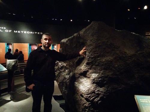 Me and Ahnighito #newyorkcity #newyork #manhattan #ahnighito #ahnighitometerorite #meteorite #iron #amnh #americanmuseumofnaturalhistory #latergram #greenland