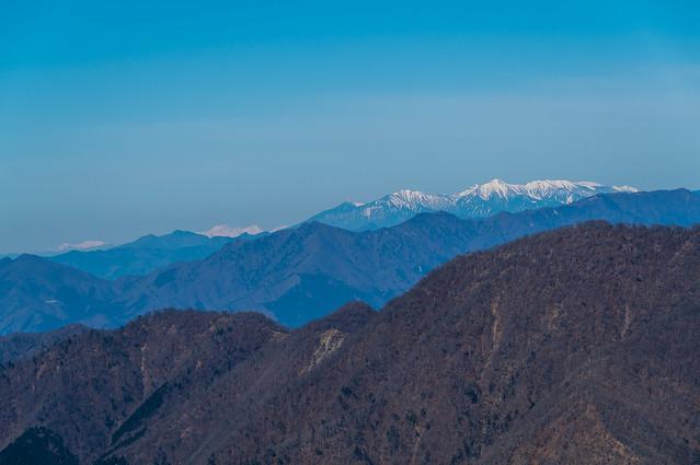 八ヶ岳の左奥に穂高岳@檜洞丸西側