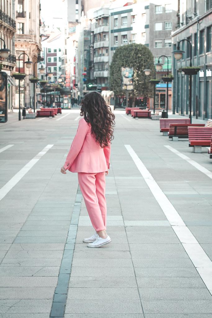traje rosa zara-8
