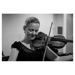 Kirsty Hilton, violinist XPro2 . #xpro2 #fujixpro2 #fujifeed #fujifilm #fujilove #myfujilove #fujifilm_xseries #fujifilmusa #fujifilmnordic #fujifilmme #fujifilm_uk #twitter #geoffroyschied #violin #violinist #musician #portrait #warmup #backstage #focus