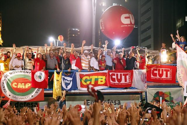 Entidades da Frente Brasil Popular durante ato com Lula na avenida Paulista, em São Paulo (SP). - Créditos: Dino Santos/ Frente Brasil Popular