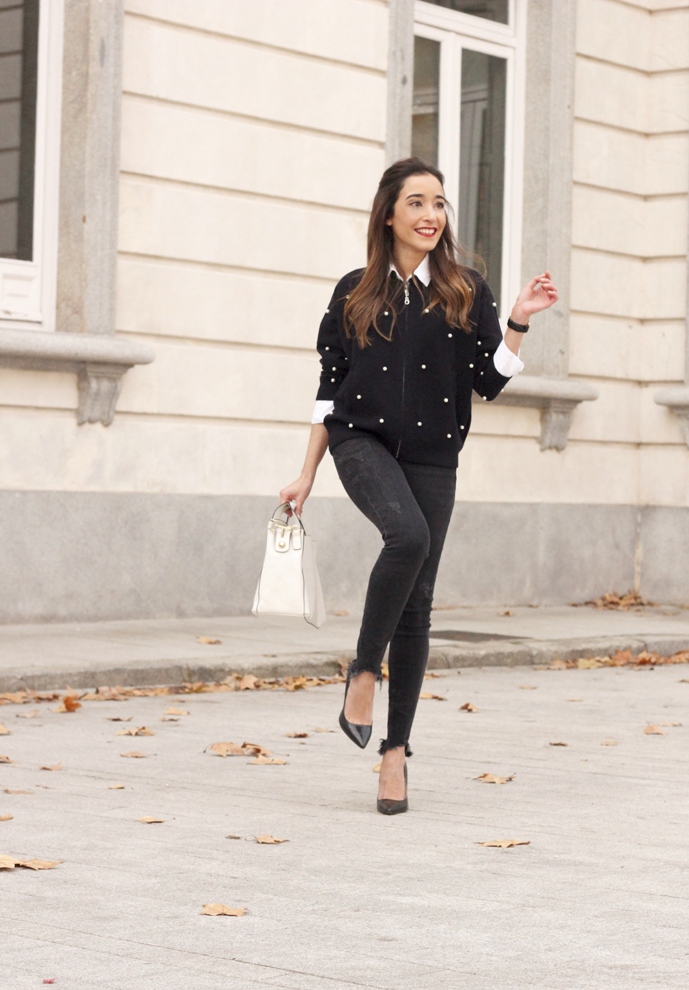 pearl bomber uterqüe black jeans white bag winter outfit 2018 style fashionbomber04