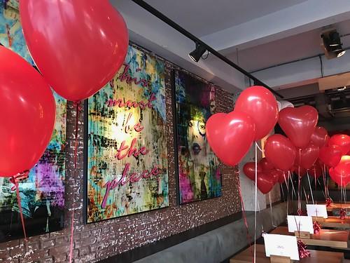 Tafeldecoratie 2hartballonnen Valentijnsdag 1 NUL 8 Rotterdam