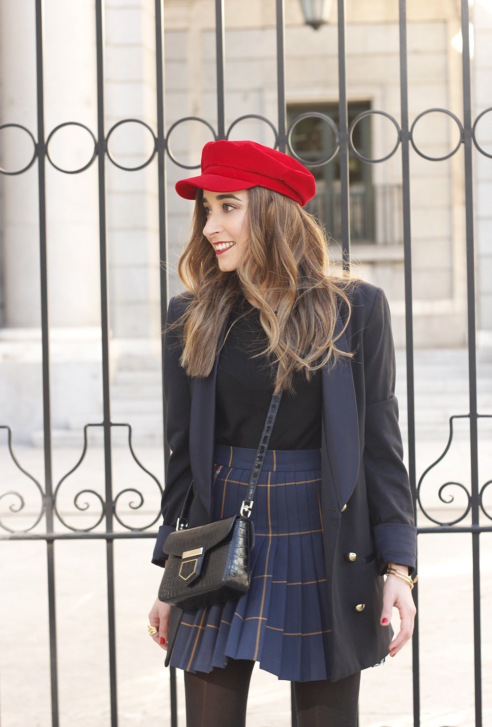 pleated skirt Scottish print Vichy print red navy cap givenchy bag winter outfit falda de tablas look invierno 201812