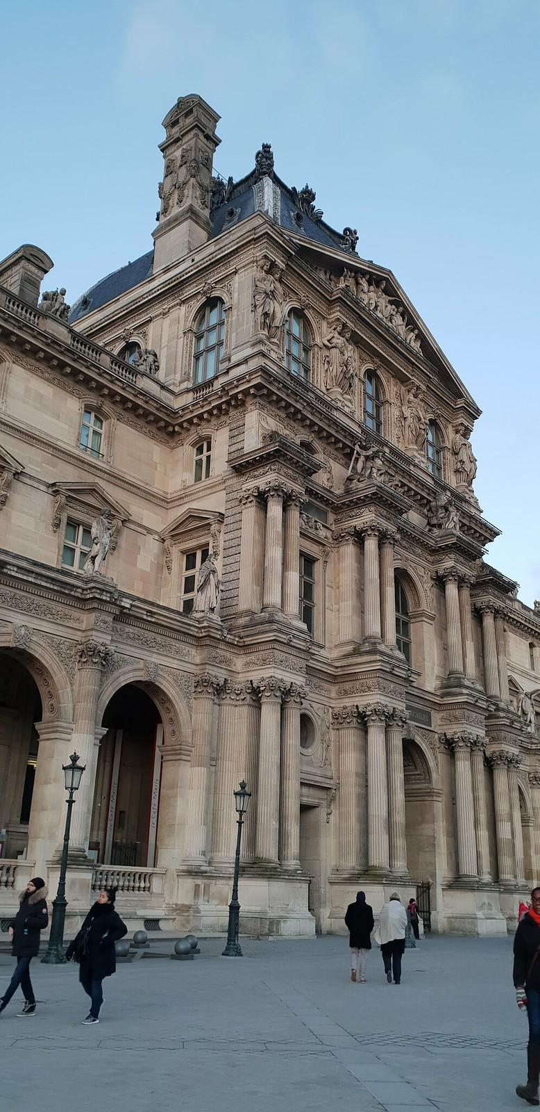 Salah satu bangunan di Musee de Louvre (Liputan6.com/ Agustin Setyo W)