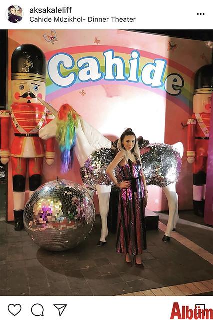 Elif Aksakal, Cahide Müzikhol-Dinner Theater'da renkli bir gün geçirdi.