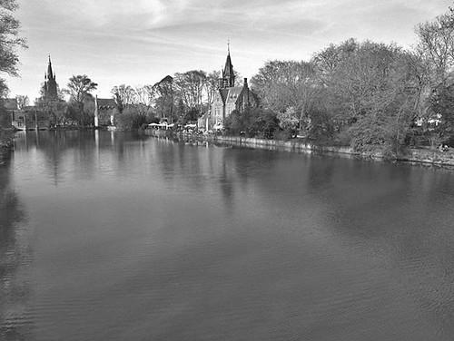 Brujas en blanco y negro también es bonita. #buscadlabelleza #bruges #belgium #brugge #travelphoto #b&w #olympus #darktable