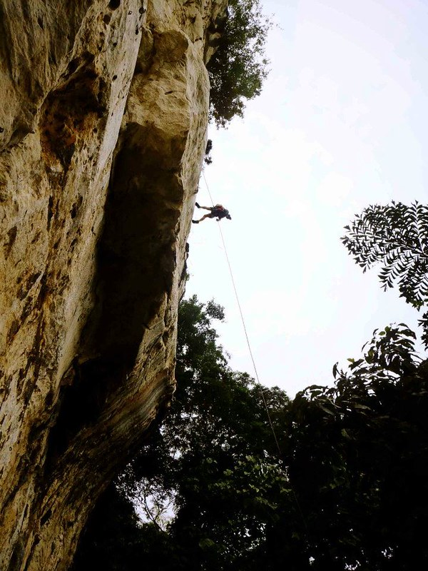 rapelling in cantabaco