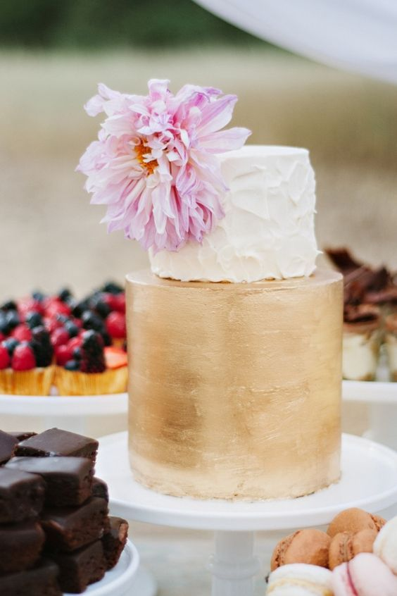 Wedding Cakes : Wedding cake idea; Featured Photographer: Green Door Photography