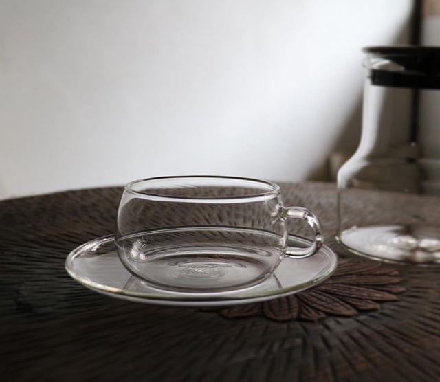 たま茶OPENしております。 ・ 【ティーカップ&ソーサーお取り扱い始めました】 以前からお声の多かった、ティーポットとあわせてのご提案。たま茶の喫茶で使用しているものは、デットストックのものなので常に入荷できないため(こちらも欲しいとよく言われれるのですが・・・)、こちらは工業的な製品で耐熱ガラスによるものです。ギフトの際に是非ご検討ください。 ・ 京都西陣 たま茶 定休日:木・金 12~18時 OPEN ・ #お茶 #ハーブ #オリジナルブレンド #京都 #量売 #herbaltea #ハーブティー