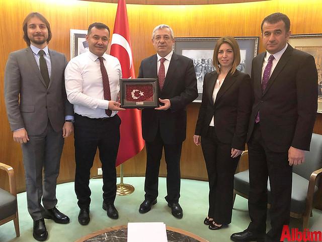 Premiere Vision Tekstil ve Moda Fuarı için Fransa'ya giden Alanya Belediye Başkanı Adem Murat Yücel, Türkiye'nin Paris Büyükelçisi İsmail Hakkı Musa'yı makamında ziyaret etti.-2